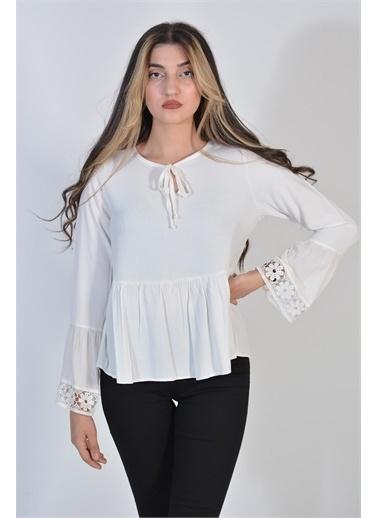 Zeren Kadın Beyaz Geniş Yaka Dantel Detaylı Bluz Beyaz